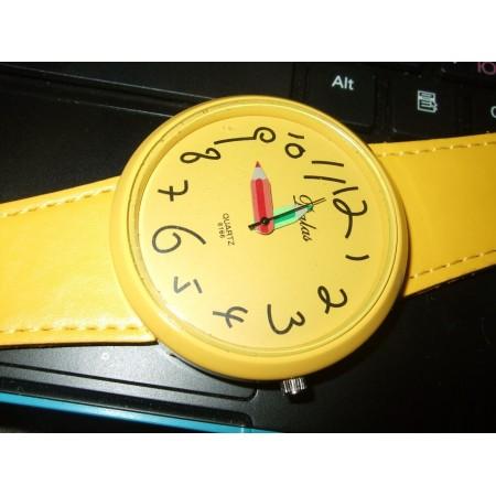 Женские желтые  часы